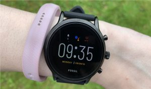 Foto-smartwatch-terbaik-yang-bisa-membuat-gaya-anda-semakin-keren-10